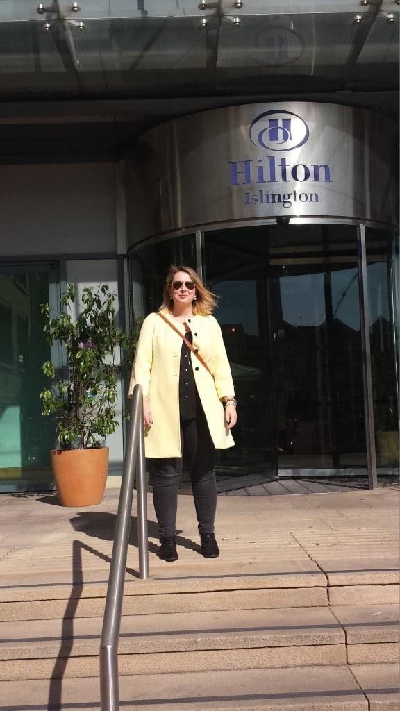 Voor het Hilton