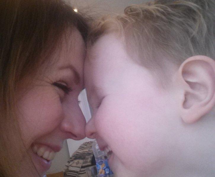 Van die moeders... Je kind op de mond kussen, hell no!