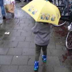 Wandelen in de regen - Lovely Pictures