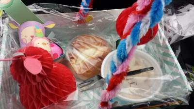 Paasmandje voor het paasontbijt op school